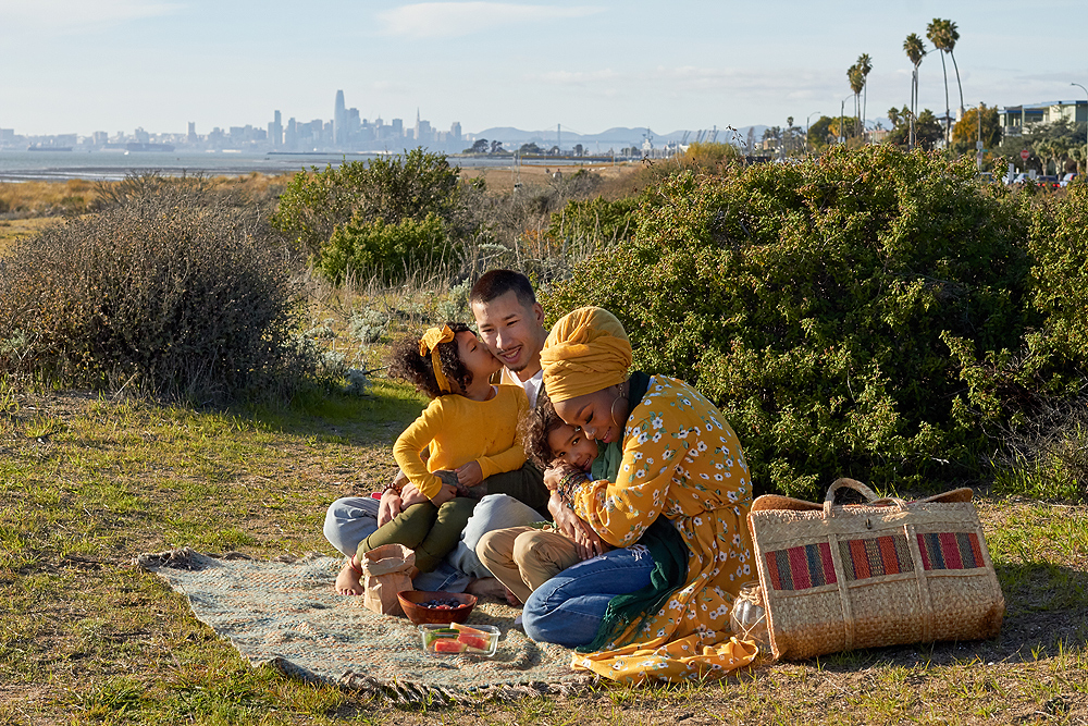 healthy snack family - family portrait on location in the san francisco bay area